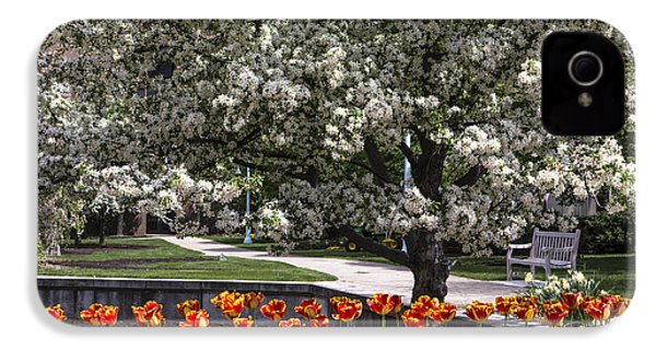 Flowers And Bench At Michigan State University  IPhone 4 / 4s Case by John McGraw