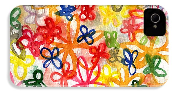 Fresh Flowers IPhone 4 / 4s Case by Linda Woods