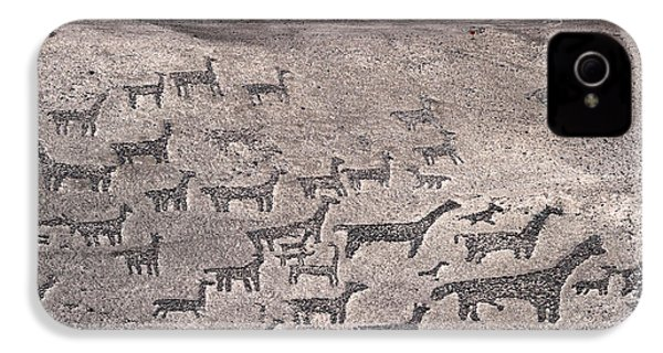 Geoglyphs At Tiliviche Chile IPhone 4 / 4s Case by James Brunker