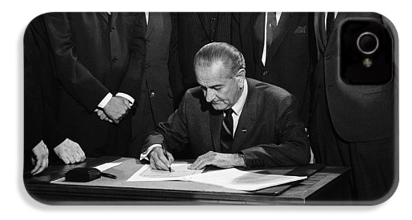 Lbj Signs Civil Rights Bill IPhone 4 / 4s Case by Underwood Archives Warren Leffler