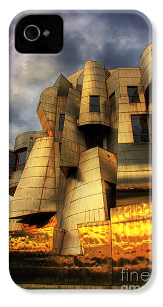 Minneapolis Skyline Photography Weisman Museum IPhone 4 / 4s Case by Wayne Moran