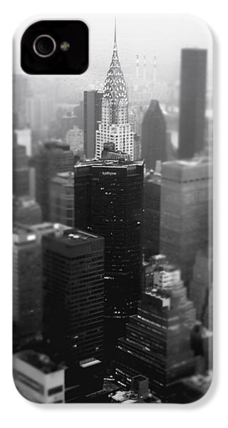 New York City - Fog And The Chrysler Building IPhone 4 / 4s Case by Vivienne Gucwa