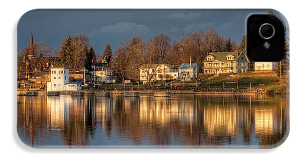 Reflection Of A Village - Phoenix Ny IPhone 4 / 4s Case by Everet Regal