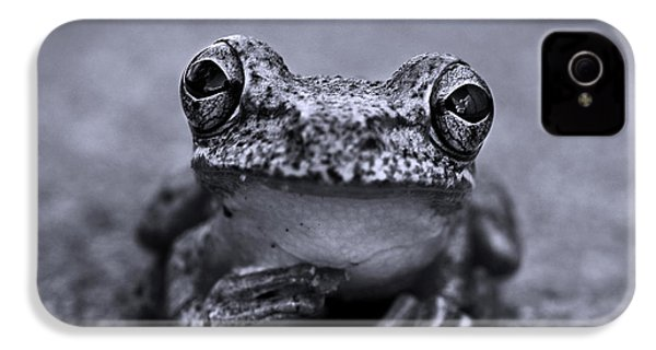 Pondering Frog Bw IPhone 4 / 4s Case by Laura Fasulo