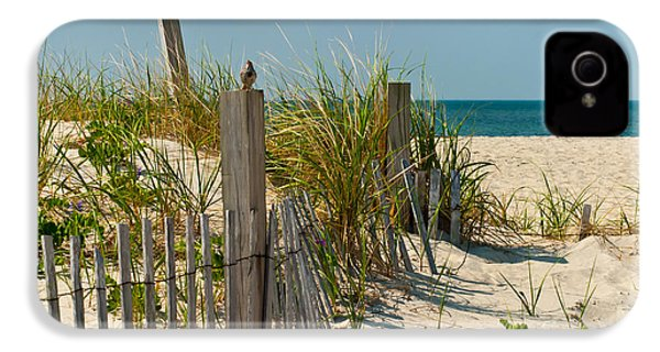Singer At The Shore IPhone 4 / 4s Case by Michelle Wiarda