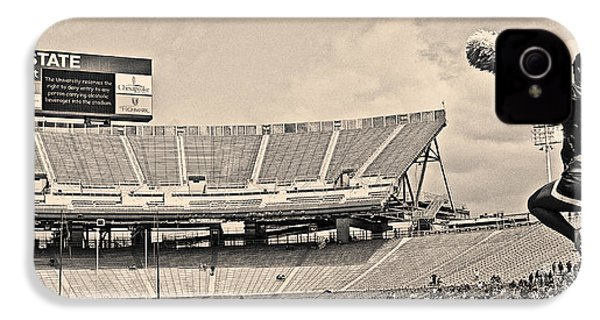 Stadium Cheer Black And White IPhone 4 / 4s Case by Tom Gari Gallery-Three-Photography