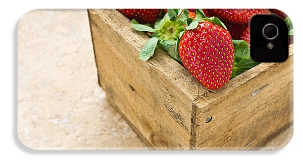 Strawberries IPhone 4 / 4s Case by Edward Fielding