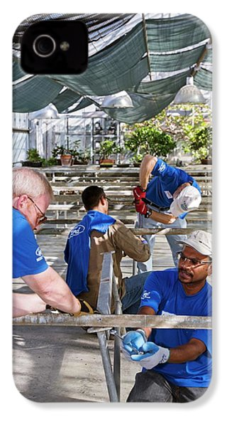 Volunteers At A Botanic Garden IPhone 4 / 4s Case by Jim West