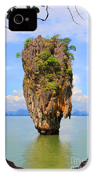 007 Island IPhone 4 / 4s Case by Mark Ashkenazi