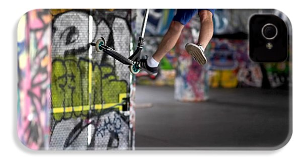 Airborne At Southbank IPhone 4 / 4s Case by Rona Black