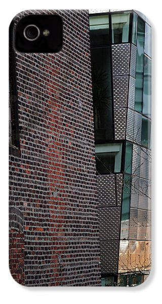 Leaning In At The High Line IPhone 4 / 4s Case by Rona Black