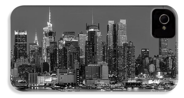 Manhattan Twilight Iv IPhone 4 / 4s Case by Clarence Holmes