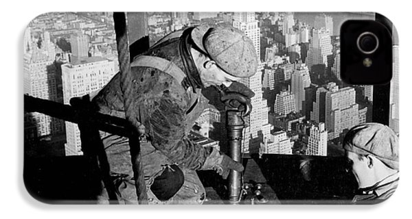 Riveters On The Empire State Building IPhone 4 / 4s Case by LW Hine