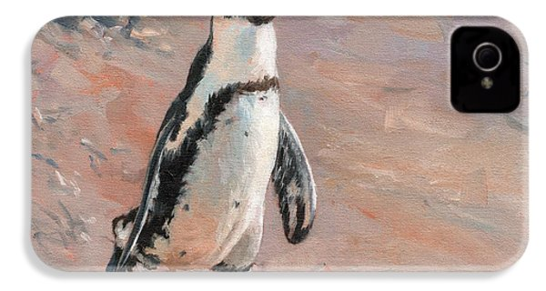 Stroll Along The Beach IPhone 4 / 4s Case by David Stribbling