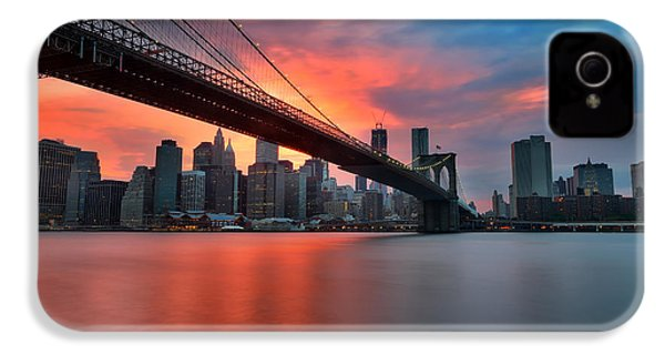 Sunset Over Manhattan IPhone 4 / 4s Case by Larry Marshall