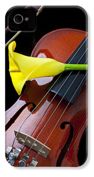 Violin With Yellow Calla Lily IPhone 4 / 4s Case by Garry Gay