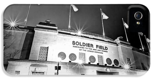 0879 Soldier Field Black And White IPhone 5 / 5s Case by Steve Sturgill