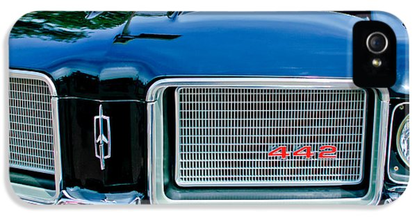 1972 iPhone 5 Cases - 1972 Oldsmobile 442 Grille Emblem iPhone 5 Case by Jill Reger