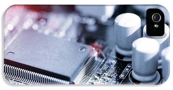 Electronic Chip IPhone 5 / 5s Case by Wladimir Bulgar