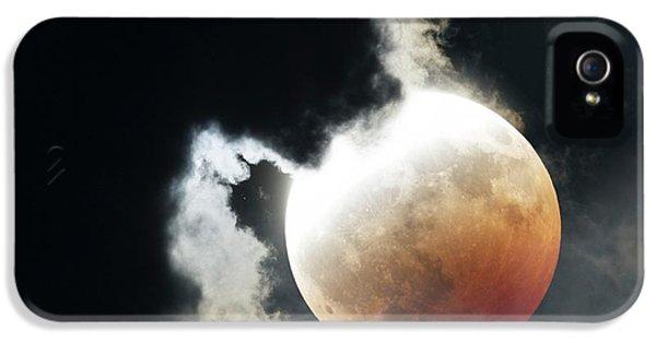 Lunar Eclipse IPhone 5 / 5s Case by Detlev Van Ravenswaay