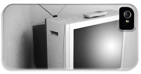 Electronic iPhone 5 Cases - Old television iPhone 5 Case by Les Cunliffe