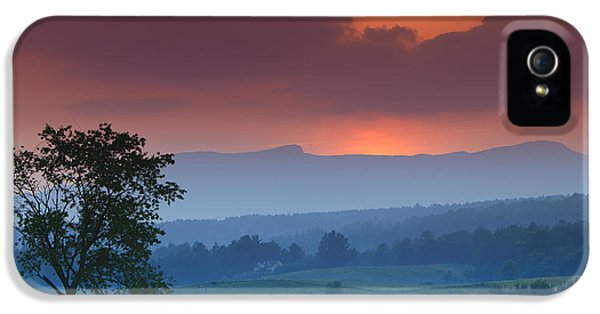 Sunset Over Mt. Mansfield In Stowe Vermont IPhone 5 / 5s Case by Don Landwehrle