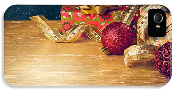 Christmas Still-life IPhone 5 / 5s Case by Carlos Caetano