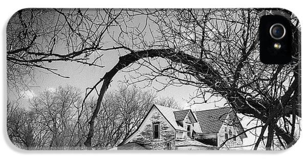 The White House Photographs iPhone 5 Cases - Abandoned Farm House iPhone 5 Case by Donald  Erickson