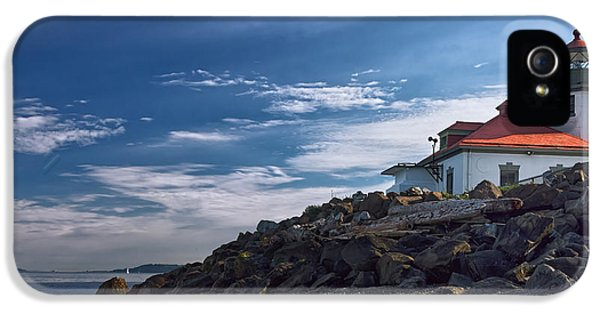 Foghorn iPhone 5 Cases - Alki Point Lighthouse iPhone 5 Case by Joan Carroll