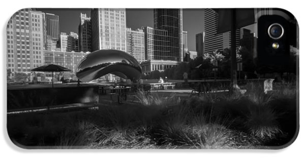 Michgan Avenue iPhone 5 Cases - An infrared look at Chicagos cloud gate iPhone 5 Case by Sven Brogren