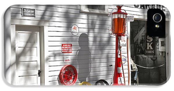 An Old Village Gas Station IPhone 5 / 5s Case by Mal Bray
