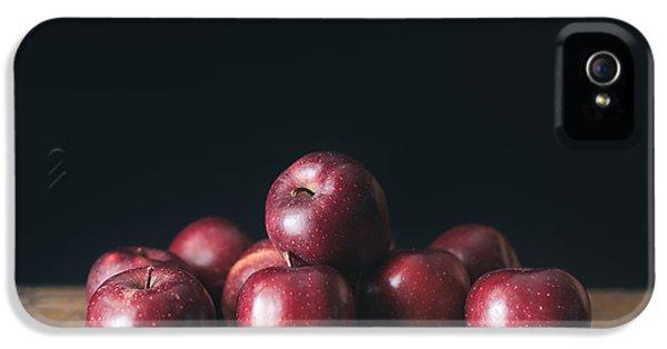 Apples IPhone 5 / 5s Case by Viktor Pravdica
