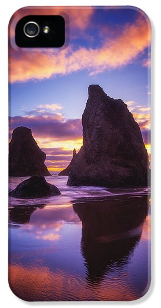 Oregon Coast Landscapes iPhone 5 Cases - Bandons Sunset Light Show iPhone 5 Case by Darren  White