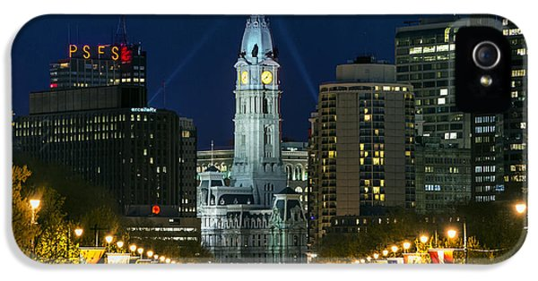 Ben Franklin Parkway And City Hall IPhone 5 / 5s Case by John Greim