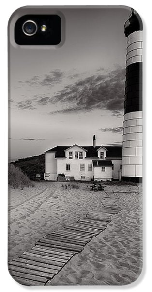 Big Sable Point Lighthouse In Black And White IPhone 5 / 5s Case by Sebastian Musial