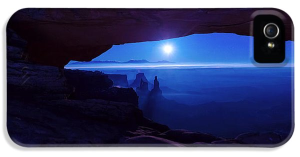 Moonrise iPhone 5 Cases - Blue Mesa Arch iPhone 5 Case by Chad Dutson