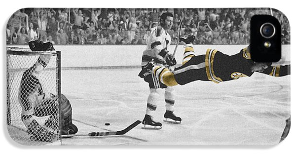 Bobby Orr 2 IPhone 5 / 5s Case by Andrew Fare