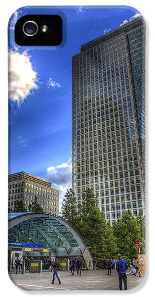 Canary Wharf Station London IPhone 5 / 5s Case by David Pyatt