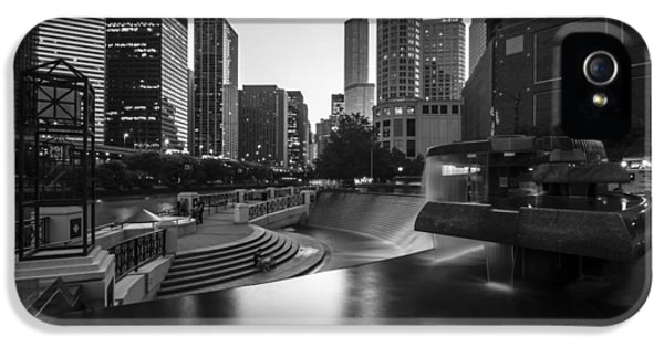 Michgan Avenue iPhone 5 Cases - Centennial fountain in black and white iPhone 5 Case by Sven Brogren