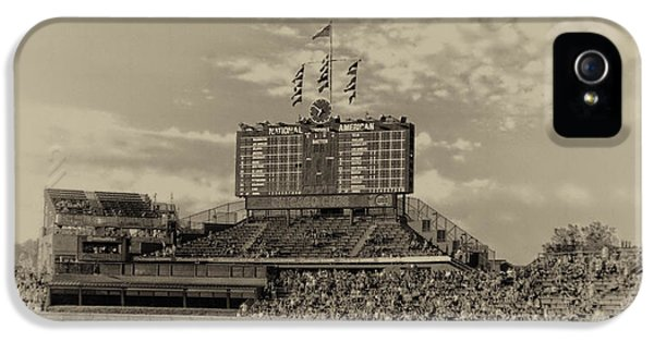 Chicago Cubs Scoreboard In Heirloom Finish IPhone 5 / 5s Case by Thomas Woolworth