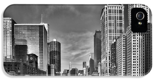 Chicago River In Black And White IPhone 5 / 5s Case by Sebastian Musial