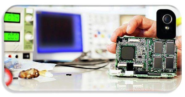 Circuit Board IPhone 5 / 5s Case by Wladimir Bulgar