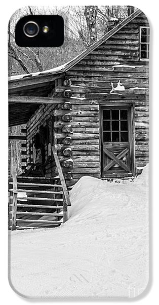 Porch iPhone 5 Cases - Cobber Cabin Stowe Vermont iPhone 5 Case by Edward Fielding