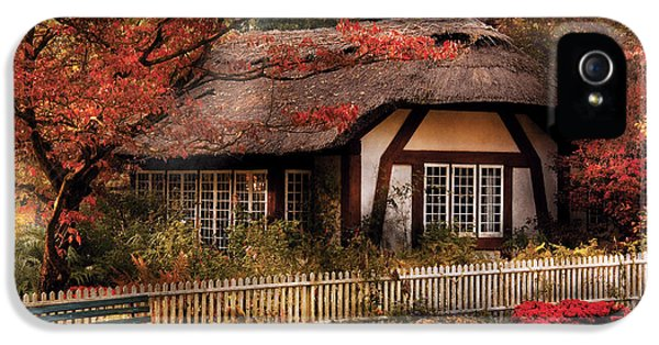 Cottage - Nana's House IPhone 5 / 5s Case by Mike Savad