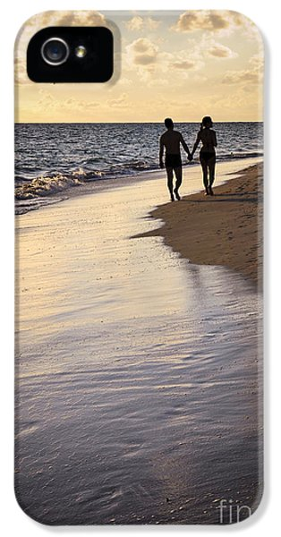 Couple Walking On A Beach IPhone 5 / 5s Case by Elena Elisseeva
