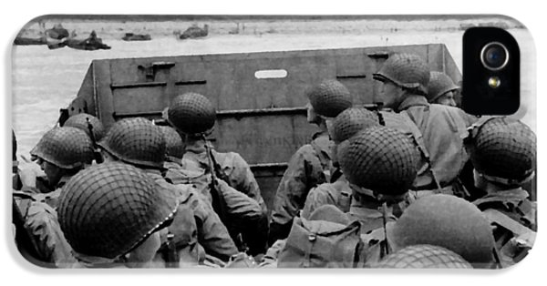 Photo iPhone 5 Cases - D-Day Soldiers In A Higgins Boat  iPhone 5 Case by War Is Hell Store