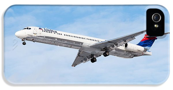 Mcdonnell Douglas iPhone 5 Cases - Delta Air Lines McDonnell Douglas MD-88 Airplane Landing iPhone 5 Case by Paul Velgos