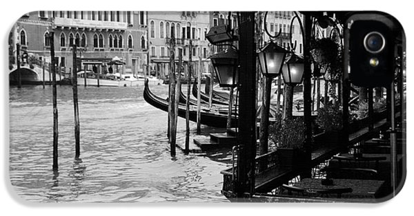Ristorante iPhone 5 Cases - Dinner On The Grand Canal iPhone 5 Case by Mel Steinhauer