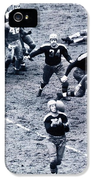 National League iPhone 5 Cases - Don Hutson in action iPhone 5 Case by Gianfranco Weiss