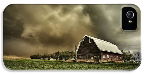Dirty iPhone 5 Cases - Dusty Barn iPhone 5 Case by Thomas Zimmerman